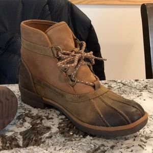 Ugg Heather short lace up boot